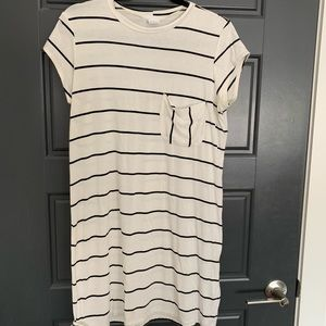 Black and white strip t-shirt dress